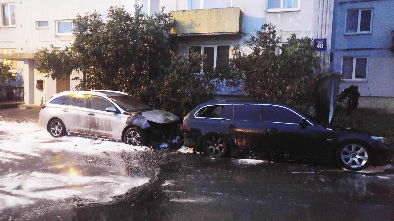 Imantā naktī nodegušas divas automašīnas