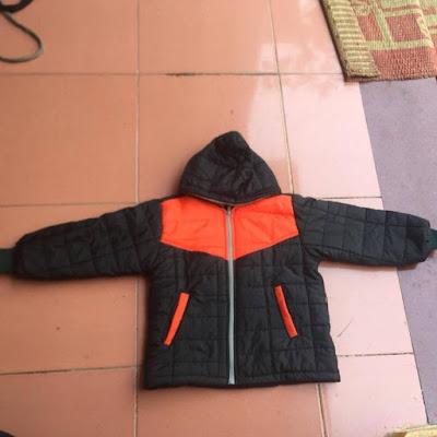 Áo khoác từ thiện màu đen pha cam