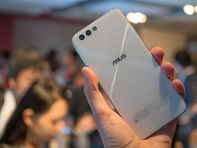 Ấn tượng khi được cầm trên tay ZenFone 4 cao cấp - 203331