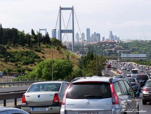 Istanbul, traffico sul Ponte del Bosforo