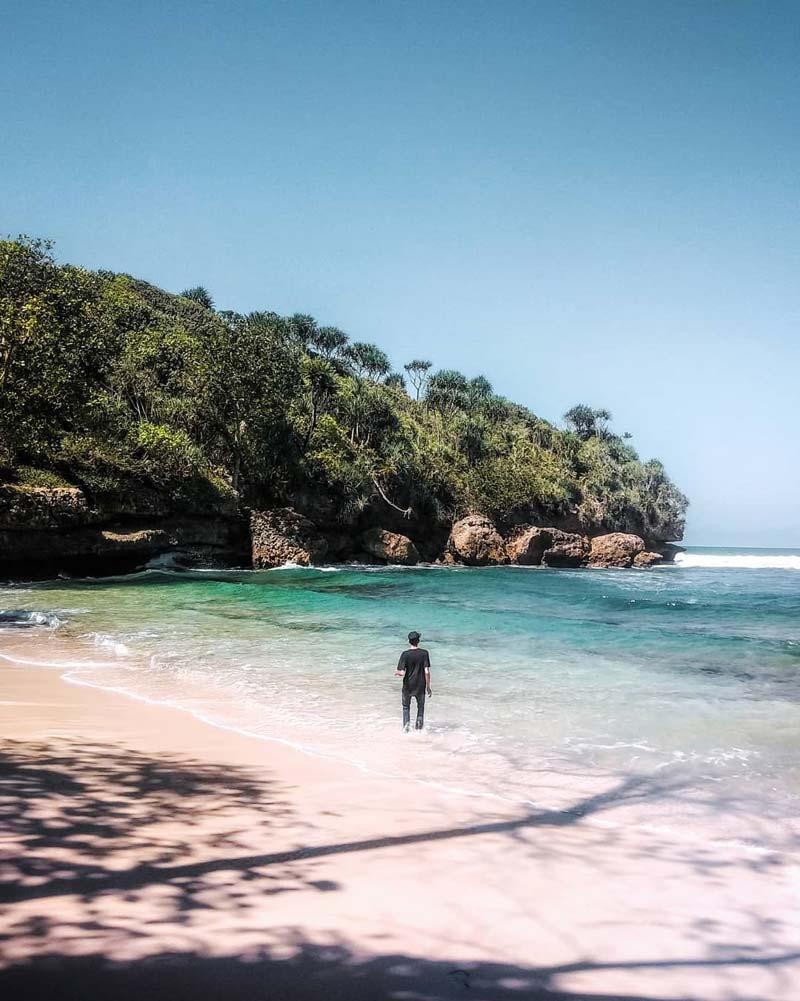 Pantai Indah di Malang dekat Balekambang