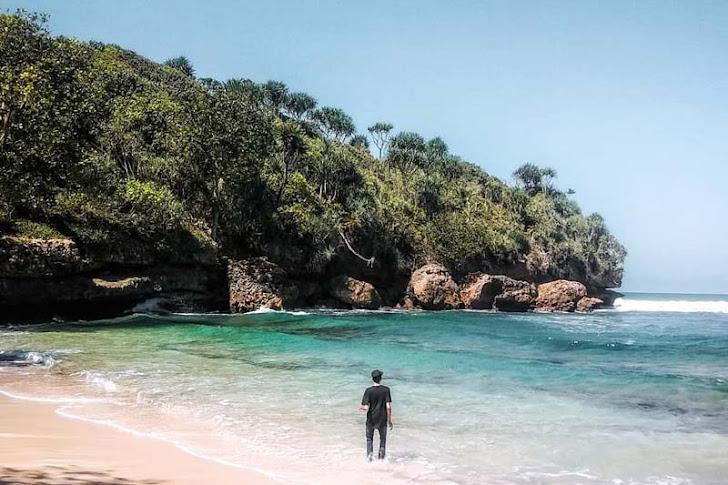 4 Pantai Indah di Malang yang Lokasinya Dekat Pantai Balekambang