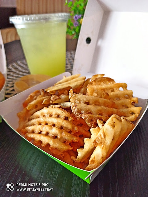 Phuture Food HIGH-FIBRE CHICK'N Burger - Potato Waffle Fries