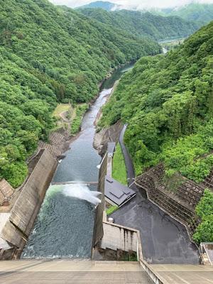湯西川ダムの底