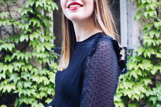 Look rouge et noir