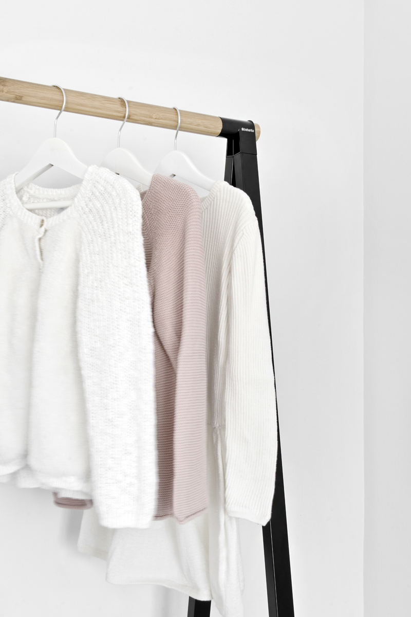 BE INSPIRED BY THESE SIMPLE IDEAS TO ORGANIZE A MINIMAL CLOSET
