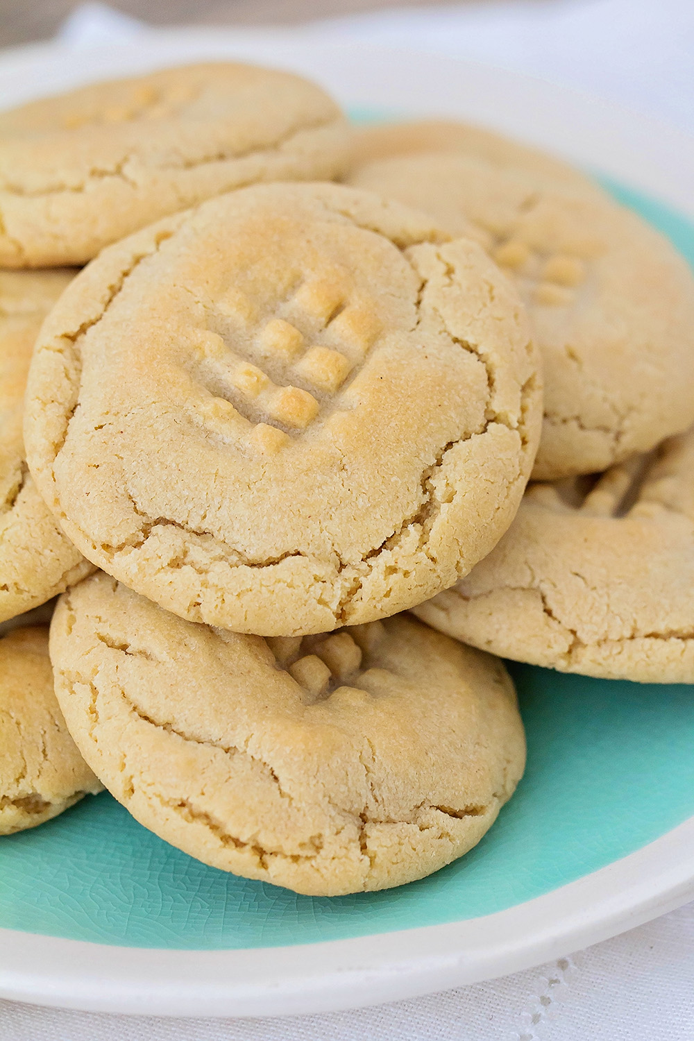 These caramel stuffed peanut butter cookies are so indulgent and delicious! Buttery, soft peanut butter cookies with a gooey caramel and chocolate center. Yum!