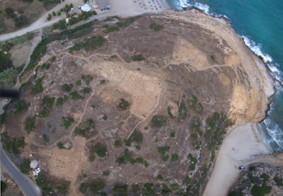 Late Bronze Age court-centered building unearthed on northern coast of Crete