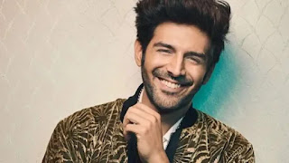kartik aaryan makes his female fan birthday special