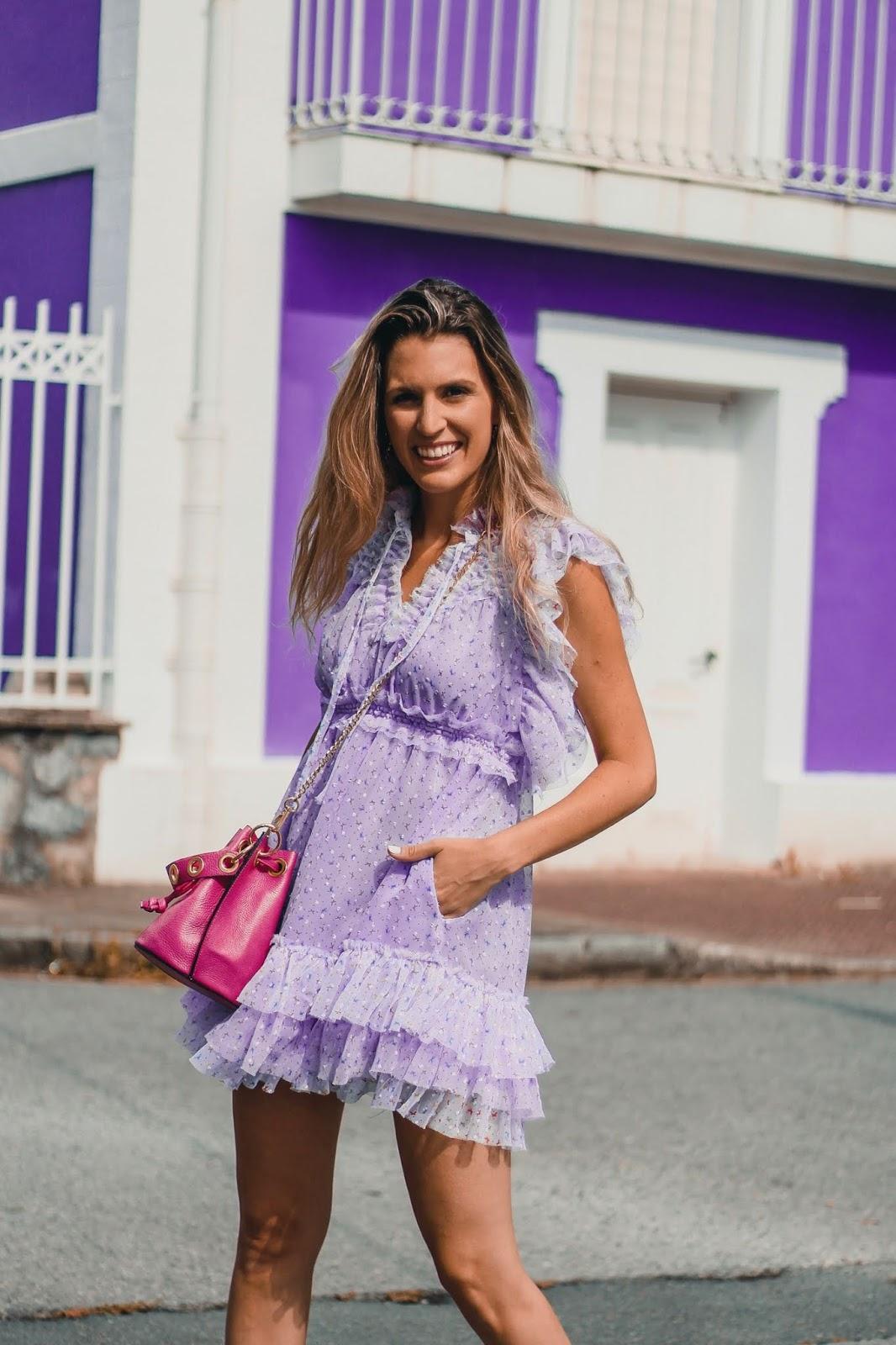 como combinar vestido lila