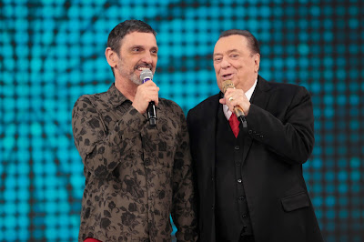 Raul Gil com Paulo Miklos no quadro A Turma do Vovô Raul  (Crédito: Rodrigo Belentani/SBT)