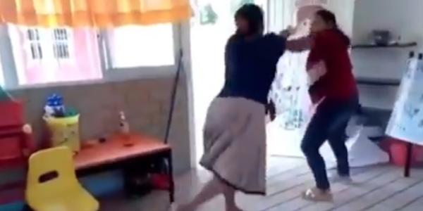 Se hace viral tiro derecho entre una mamá y una maestra , por no recibirle la tarea a su hijo