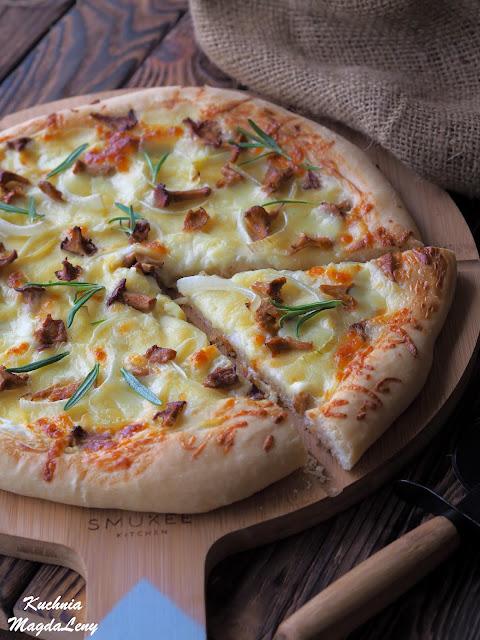Pizza biała z ziemniakami i kurkami