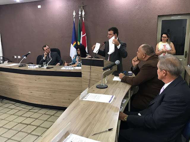 DENÚNCIA: Vereador leva a tribuna da Câmara de Sairé, denúncia de suspeita de  falsidade ideológica praticada por parlamentar