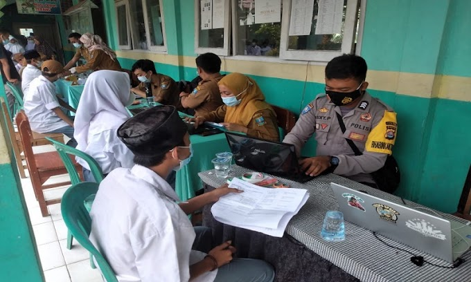 Dukung Percepatan Vaksinasi, Polsek Kopo Bantu PKM Nyompok Gelar Vaksin di Yayasan Al-Amin