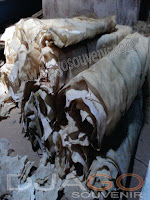 bahan baku souvenir kulit perkamen atau kulit wayang
