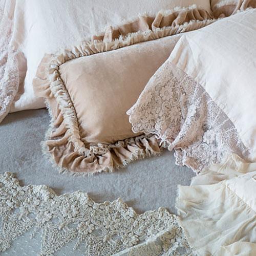 Bella Notte Linens Loulah Kidney Throw Pillow