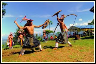 Tari Caci Kesenian Tradisional Dari Manggarai, Flores, NTT