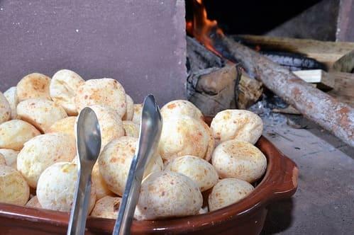 Pão de queijo sem farinha de trigo e sem ovo