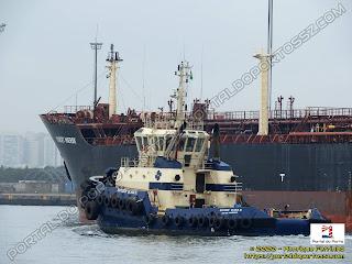 Robert Maersk (Robert Mærsk) e Svitzer Elias D.