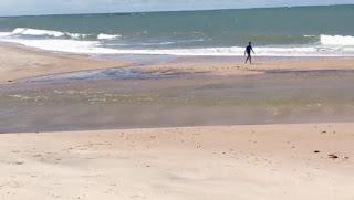 Surfistas socorrem jovem que estava se afogando em praia do Litoral Sul da Paraíba