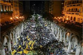 Multidão na Av. Borges de Medeiros em Porto Alegre. Foto CPERS/sindicato.