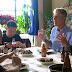 Anthony Bourdain viaja à um país que a as pessoas mais saem do que chegam