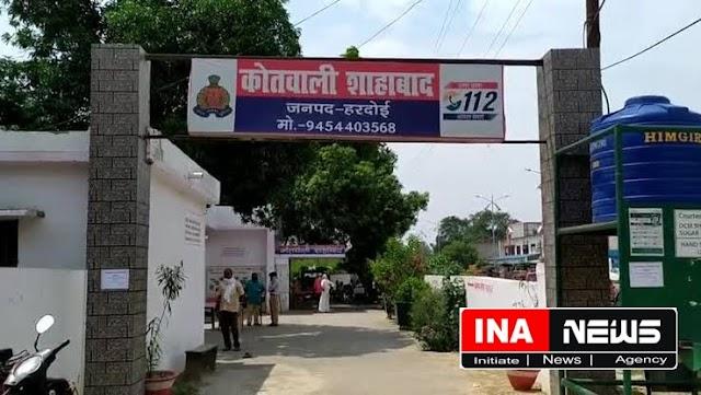 हरदोई/शाहाबाद। बैंक से पैसे निकालने के बाद उच्चके ने शिक्षिका की पर्स से पचास हजार रूपये उडाये