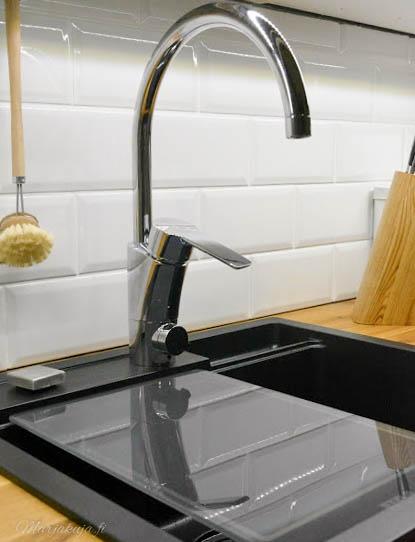keittiö remontti stala komposiittiallas musta täysipuutaso mora hana pukkila facettilaatta puustelli