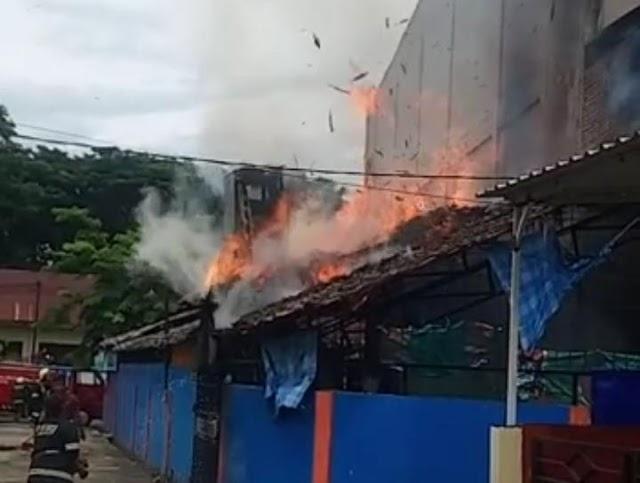 Saat Ramai-Ramainya, Rumah Makan di Kota Palopo Mengalami Kebakaran
