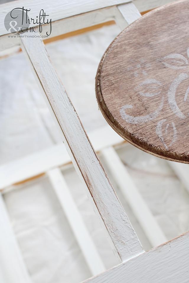 Magazine holder makeover. Upcycled magazine holder. DIY magazine holder. Repurposed magazine holder. Repurposed crafts. DIY crafts. 5 minute craft. Spring centerpiece ideas.