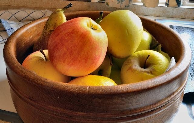 Still life by Artist John Allsopp bowl of fruit