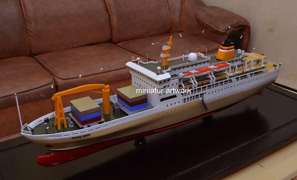 foto gambar maket miniatur kapal pelni km gunung dempo terbaru
