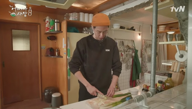 Jo In Sung sebagai chef di Unexpected Business