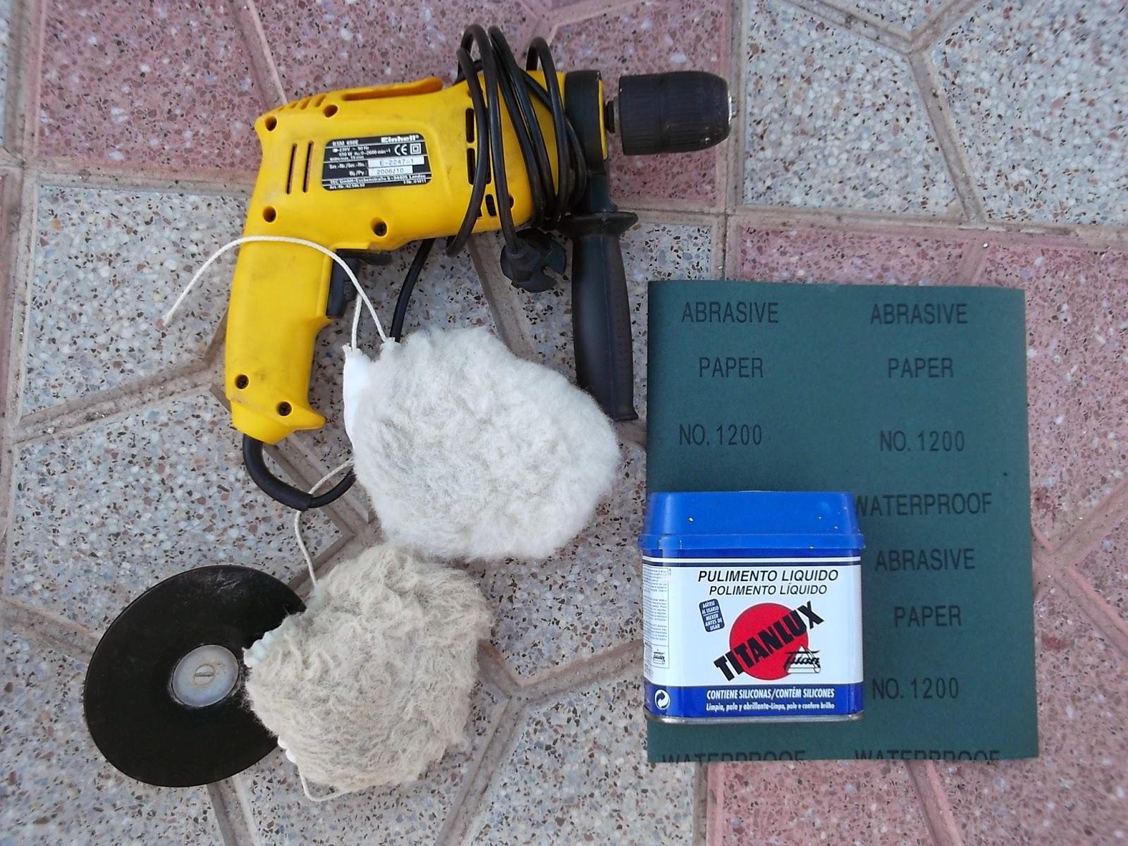 Herramientas y productos utilizados para renovar el baúl