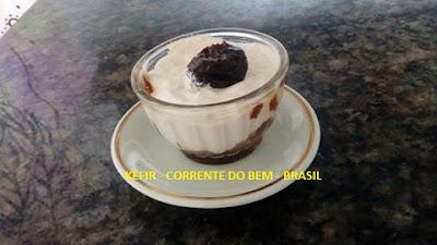 GREGO DE KEFIR COM COCO E GELEIA DE AMEIXA