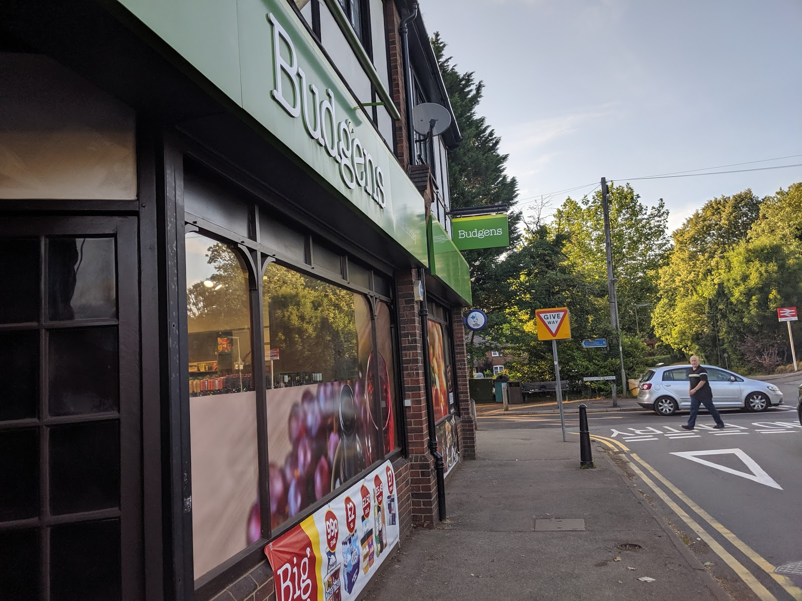 Ready Camp Horsley Review : Glamping near LEGOLAND and Chessington World of Adventures - Budgens supermarket East Horsley