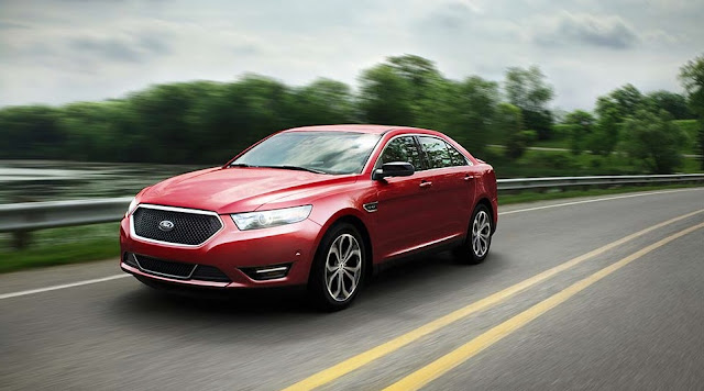 2016 Ford Taurus red