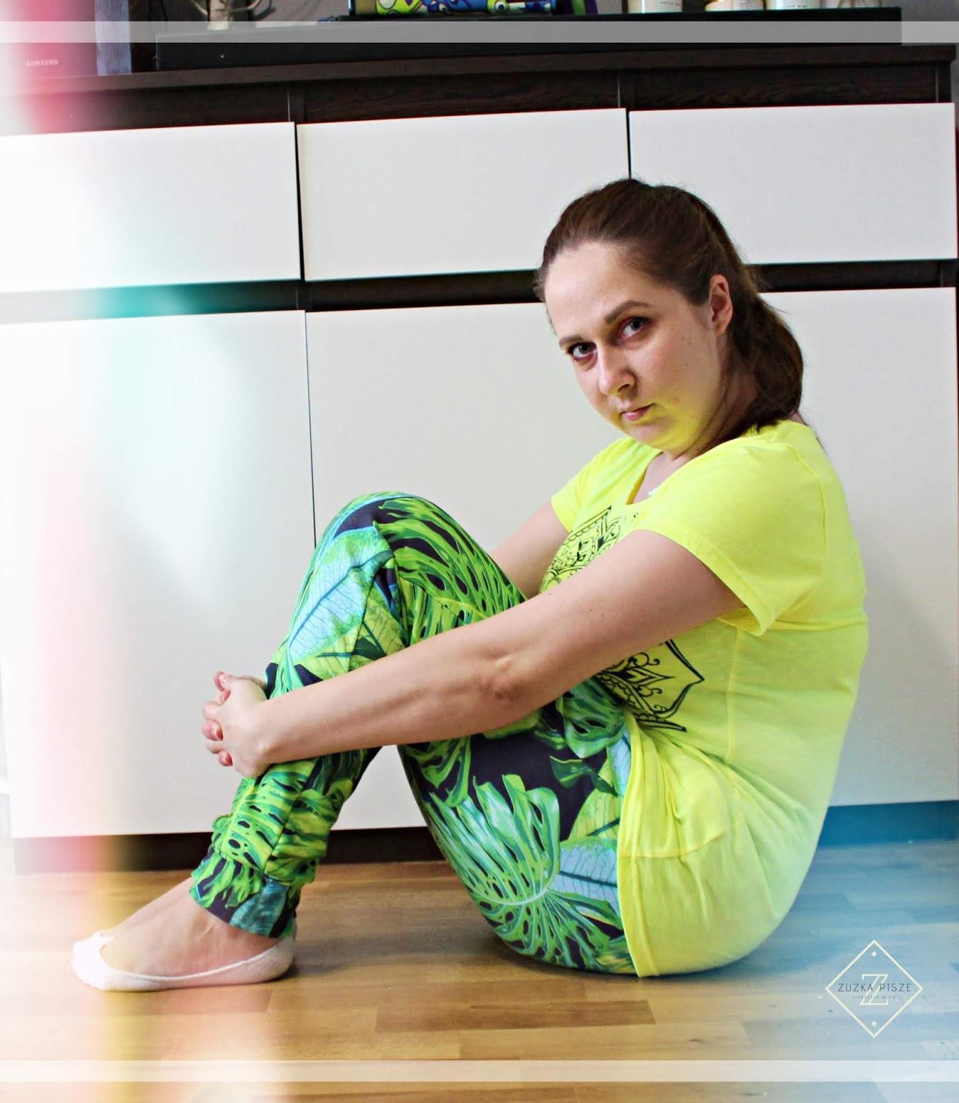 Wygoda w domu i na zewnątrz - spodnie dresowe TROPICAL - Bittersweetparis