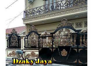 pintu pagar besi tempa klasik untuk rumah mewah