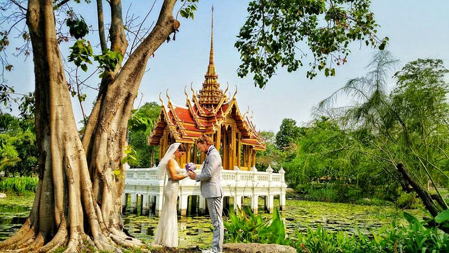 Bangkok, Thailand - Acrobat Couple Gets Married In 38 Different Places Around The World In 83 Days
