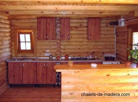 Cocina de una casa nórdica de madera en España