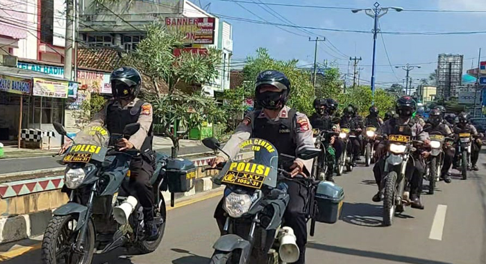 Jaga Kamtibmas, Polres Lampura Gelar Patroli Bersama Brimob dan TNI