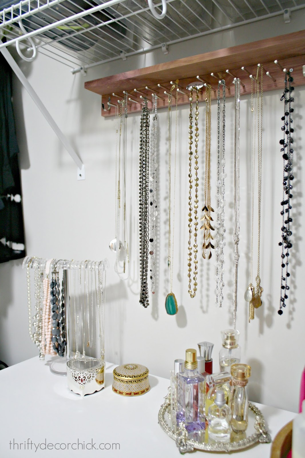 Storage for long and short necklaces