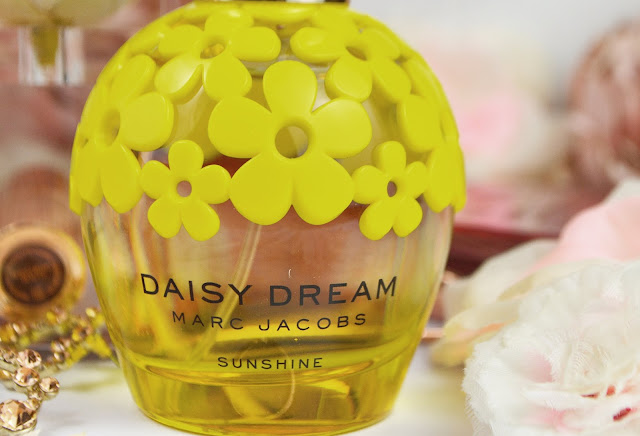 Lovelaughslipstick blog www.lovelaughslipstick.com Marc Jacobs Daisy Dream Sunshine Perfume