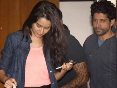 Farhans-daughter-brought-home-from-the-forced-power-Kapoor