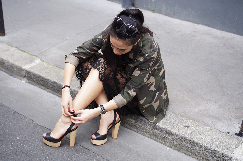 Elizabeth l Camo x Lace outfit l Forever 21 camo jacket H&M lace skirt Zara sandals Chanel bag Quay Australia sunglasses streetstyle l THEDEETSONE l http://thedeetsone.blogspot.fr
