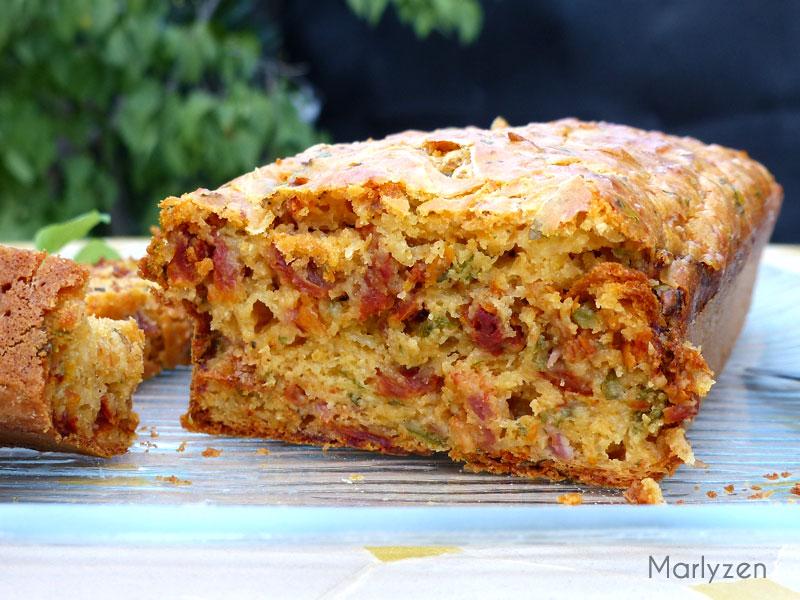 Cake aux tomates séchées, jambon et basilic