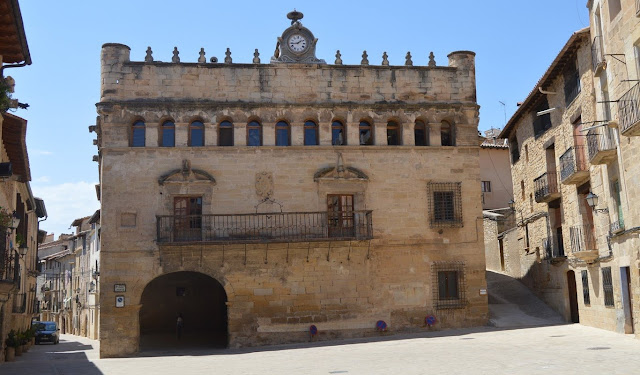 Críticas hacia la catalanización de un pueblo de Teruel, La Fresneda.