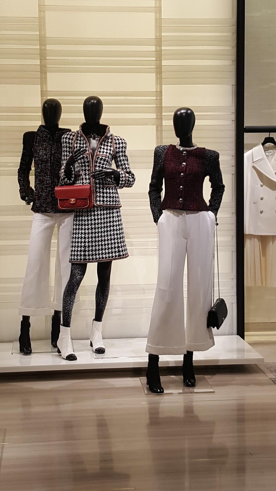 ニーマンマーカスのシャネルの三種類のスーツのマネキン